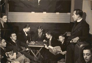 Rev Tom Collins, chess in the bar | Patricia Collins