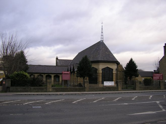 Huddersfield, Wakefield Road, Moldgreen  St Paul's Methodist Church in its setting, 28.02.2017   G W Oxley