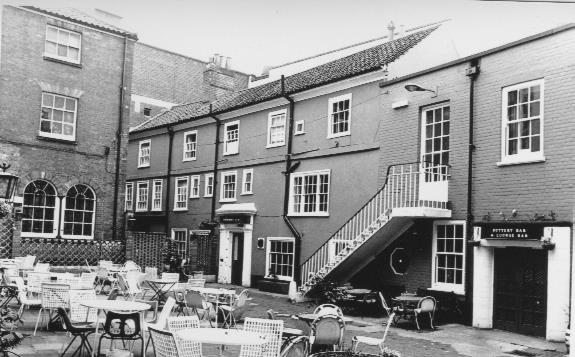 The Lamb Inn yard