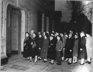 Queueing in the early 1950s | Betty Lewis